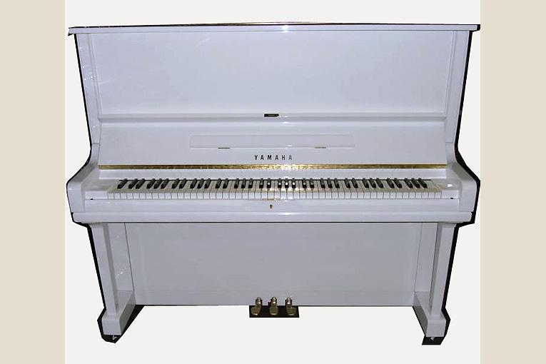 yamaha u3 weiss gebrauchte klaviere ostrovski. Black Bedroom Furniture Sets. Home Design Ideas